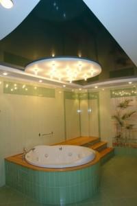 Потолки для ванной комнаты, модные тенденции среди потолочные покрытия