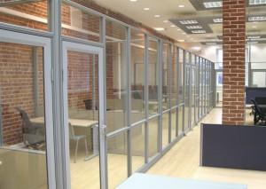 Лучшее решение для офиса- стеклянные перегородки